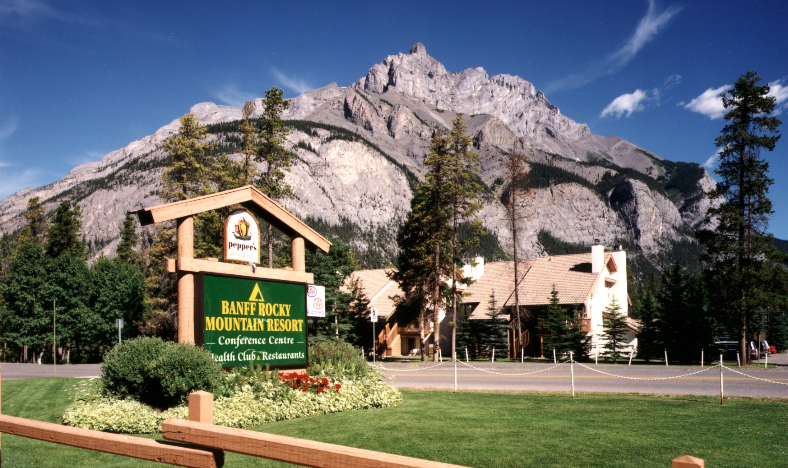 Banff rocky mountain resort banff canadian affair for Rocky mountain lodges