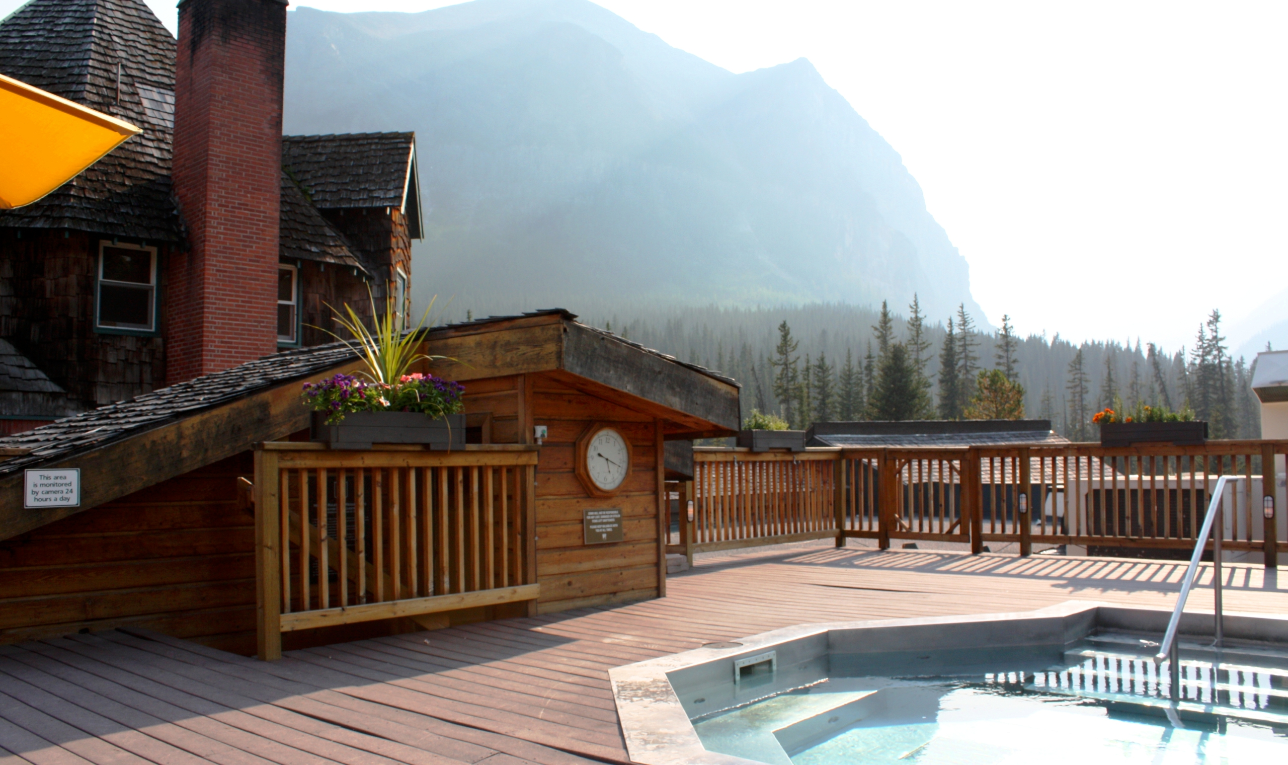 deer lodge lake louise canadian affair. Black Bedroom Furniture Sets. Home Design Ideas