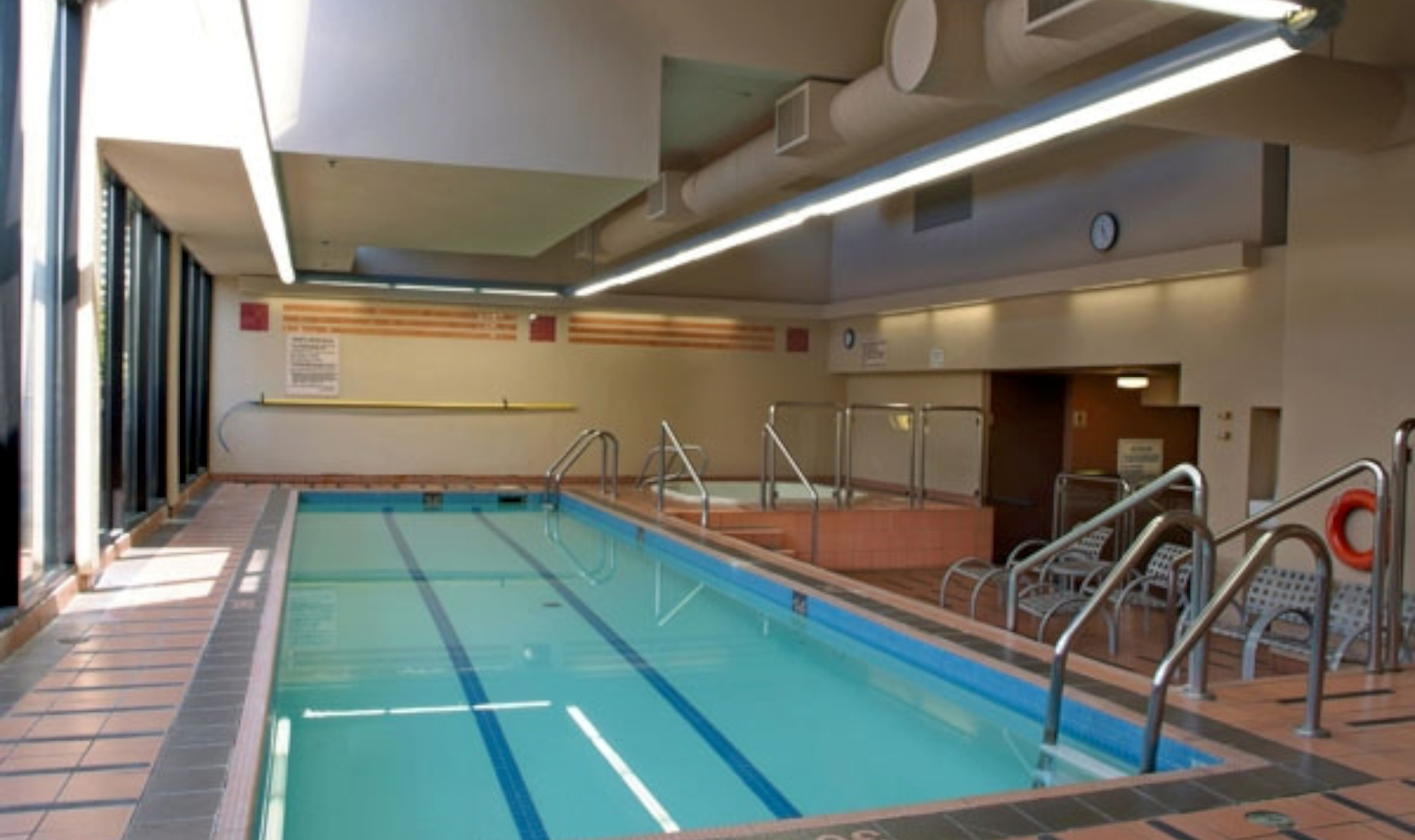 Blue horizon hotel vancouver canadian affair for Indoor swimming pools vancouver