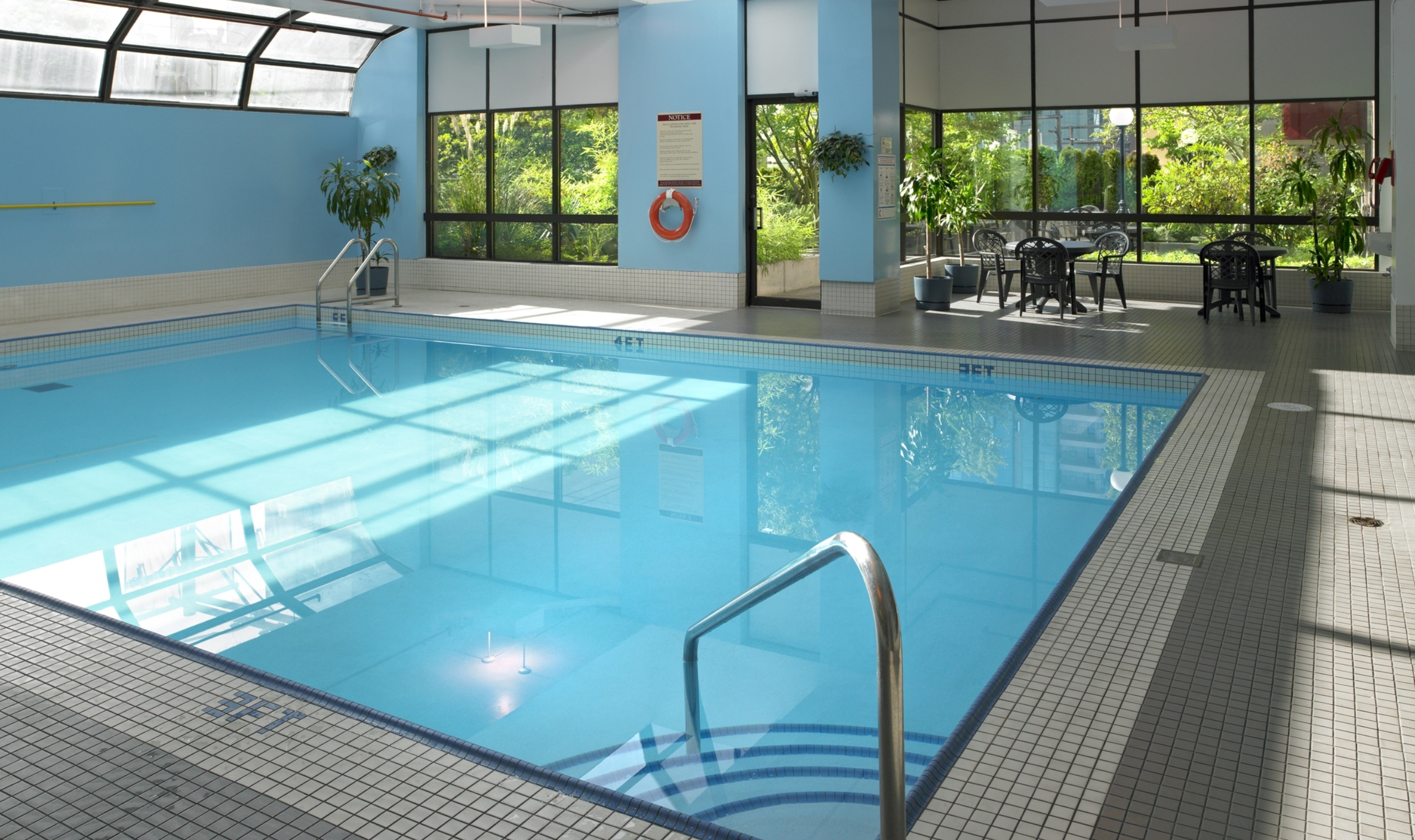 Residence inn by marriott vancouver vancouver canadian affair for Indoor swimming pools vancouver