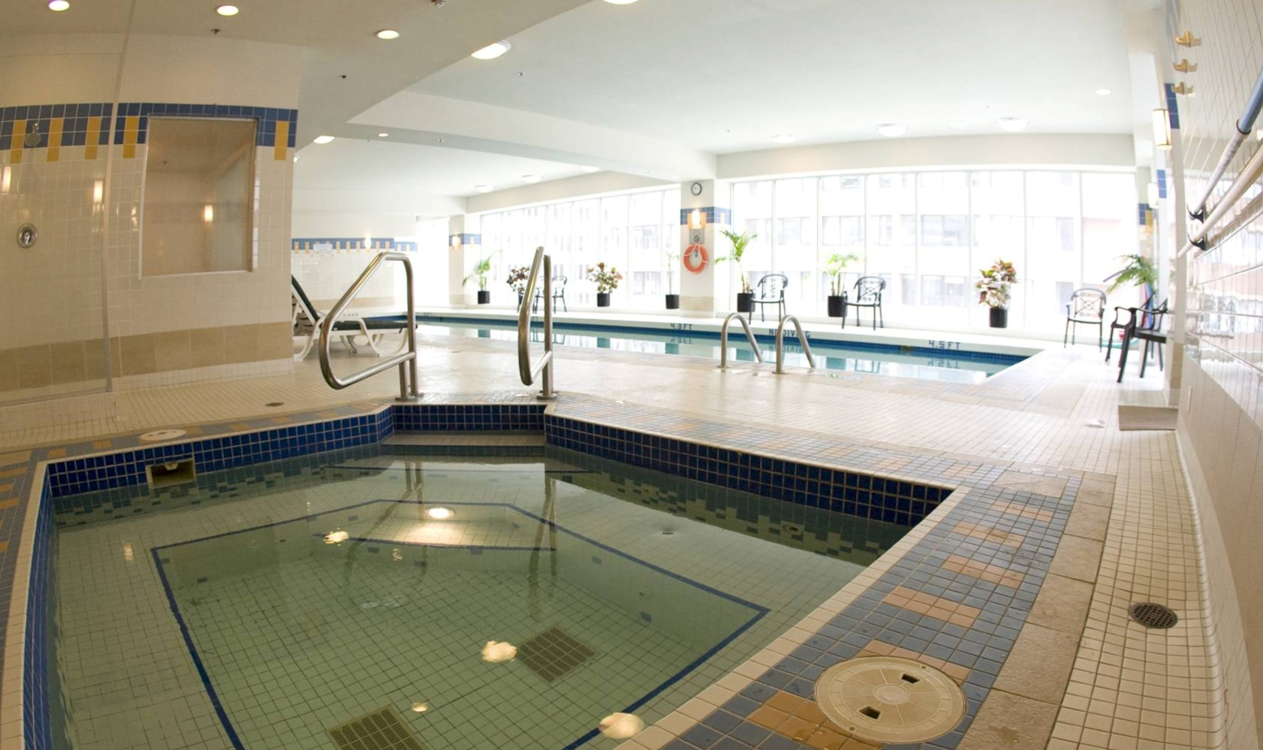 Vancouver marriott pinnacle hotel vancouver canadian affair for Indoor swimming pools vancouver