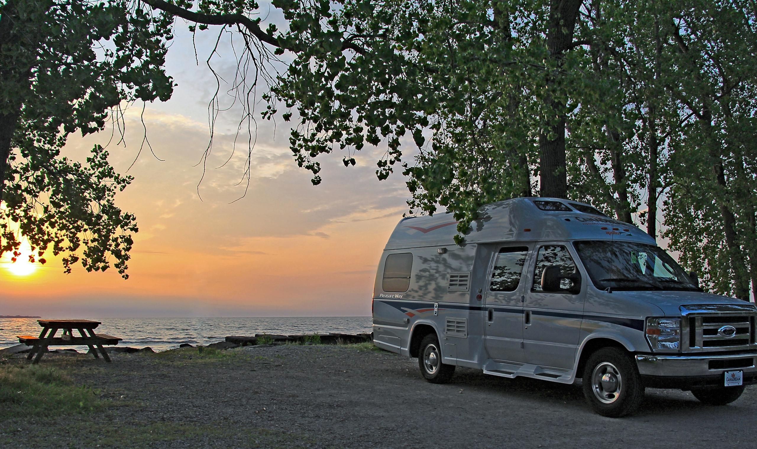 Canadream Deluxe Campervan Canadianaffair Com