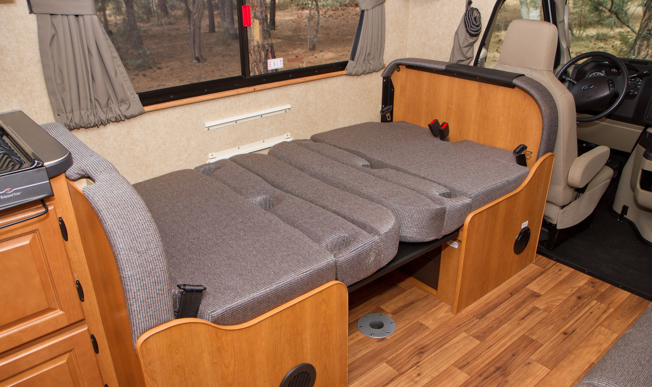 Cruise Canada Large C30 Rv Hire Canadianaffair Com
