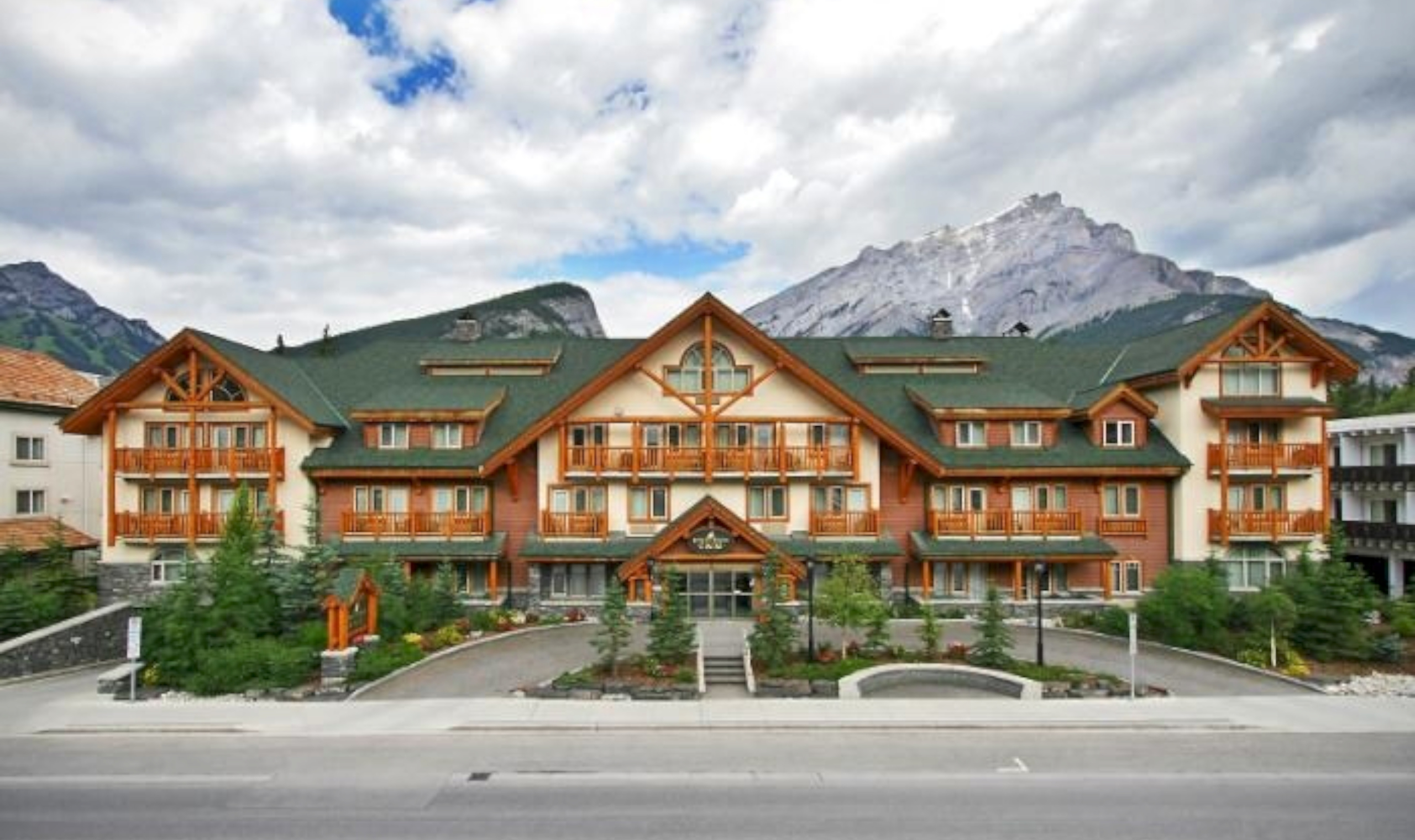 Exterior: Canalta Lodge Banff. - Banff