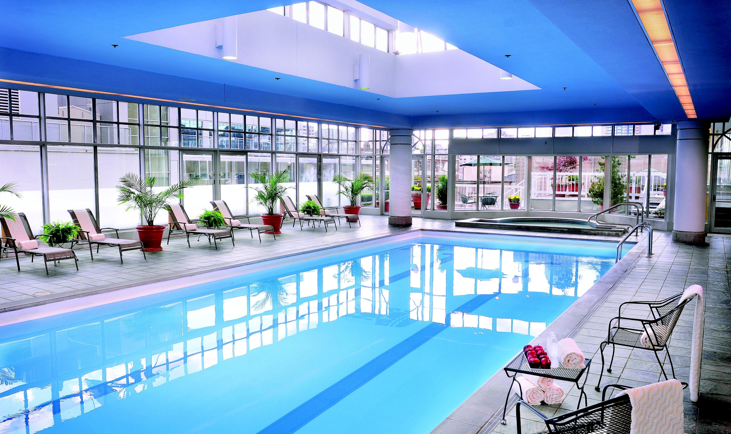 Fairmont hotel vancouver vancouver canadian affair for Indoor swimming pools vancouver