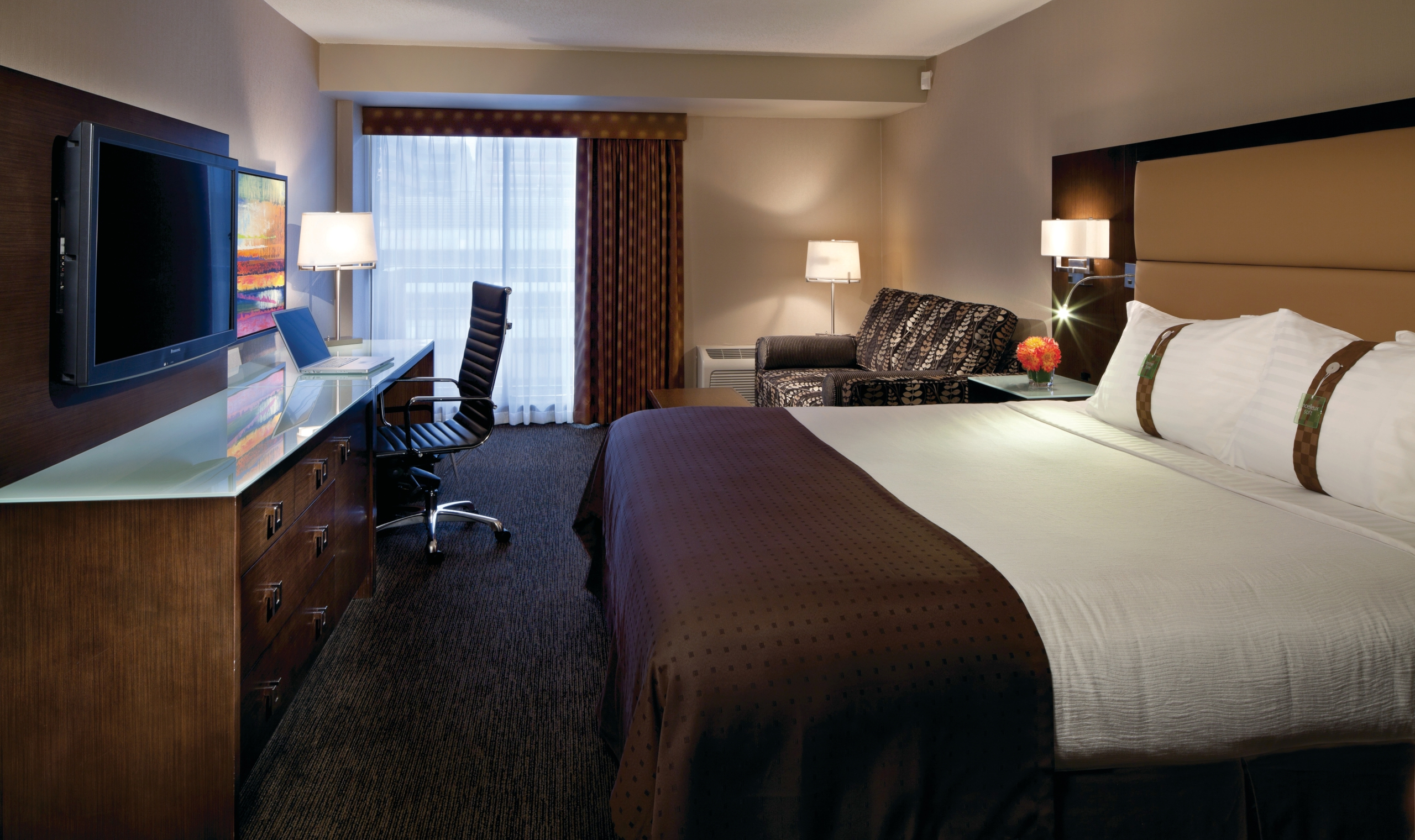 Holiday Inn Amp Suites Vancouver Downtown Vancouver