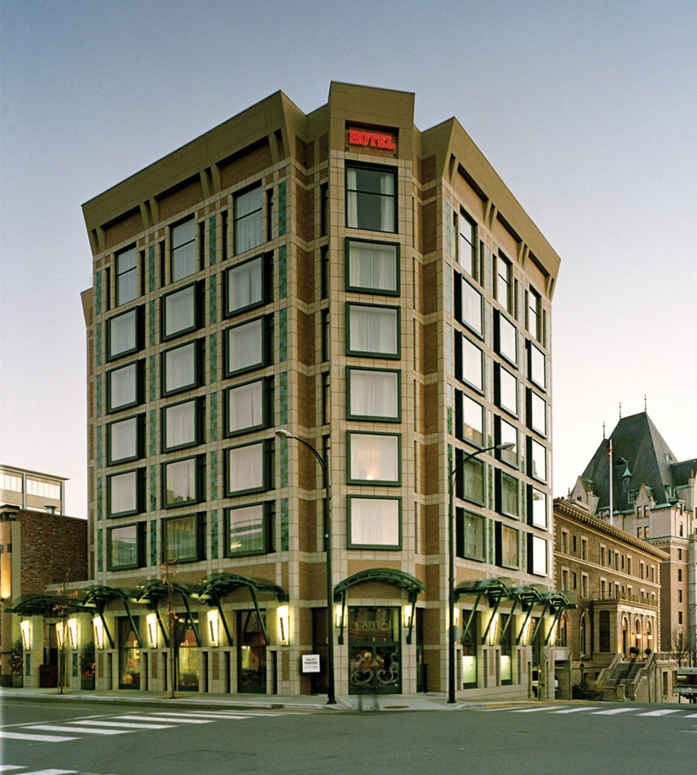 Hotel Exterior: Magnolia Hotel & Spa - Victoria