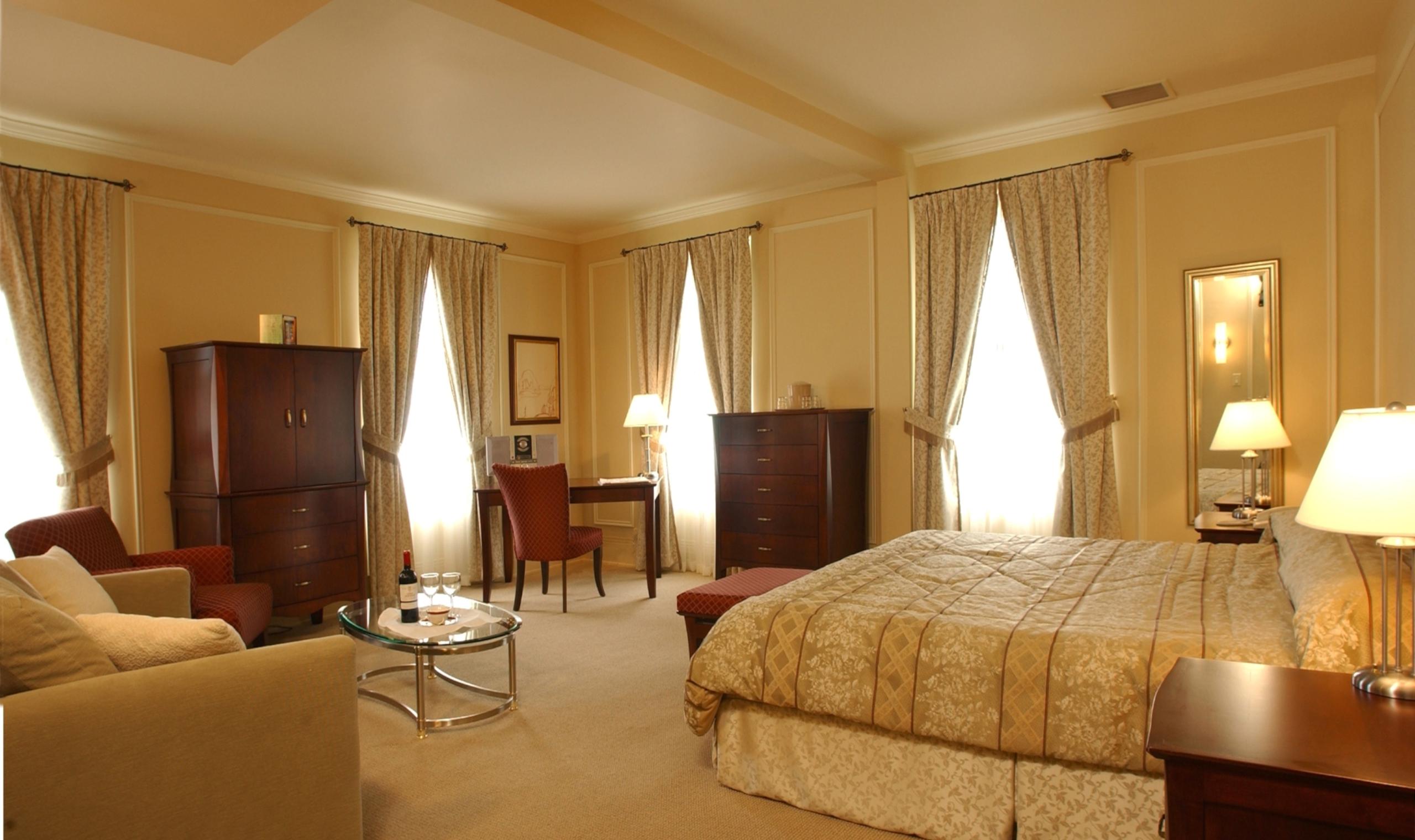 Hotel Clarendon Quebec City Canadian Affair